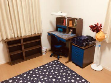 第3524号「座りたくなる学習机」子供だけでなく家族でも使える